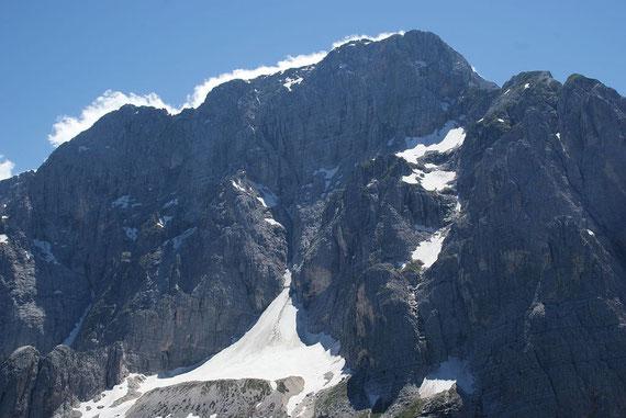 Traumhafte Aussicht zum Montasch am 27.6.2011, schön zu sehen der kleine Montaschgletscher