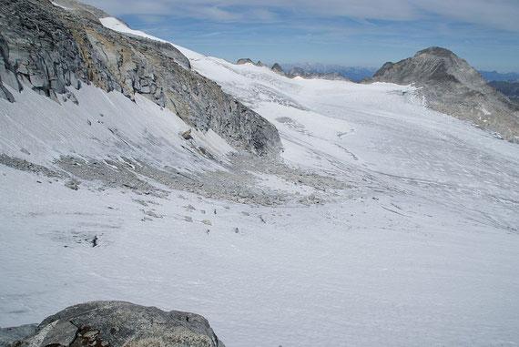 """Der Blick hinunter ins """"Gletscherkar"""" durch welches der Aufstieg im oberen Teil erfolgt"""