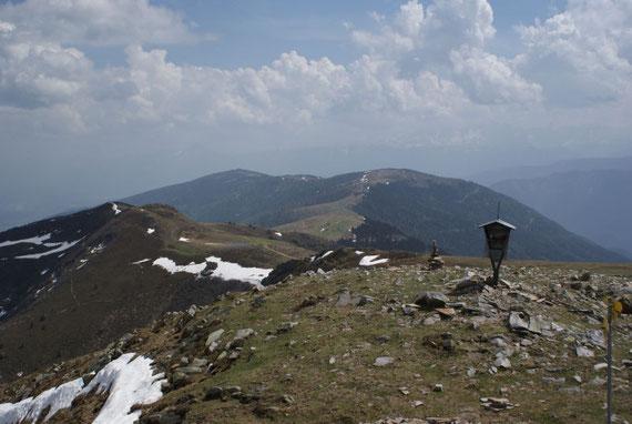 Vom Gipfel aus der Blick nach Osten zum Palnock