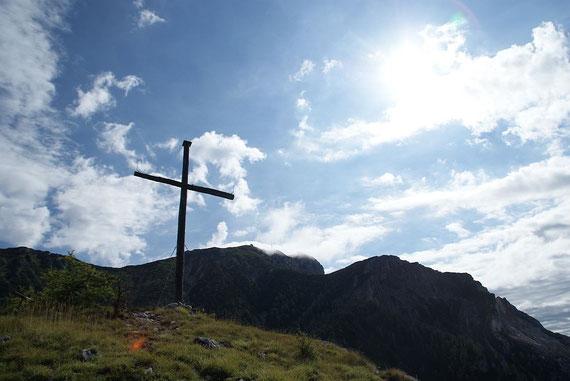 Gipfel mit dem Dobratsch im Hintergrund