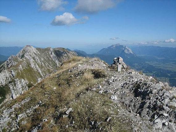 Der Gipfel, mit dem Dobratsch im Hintergrund
