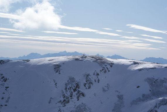 Im Süden zeigen sich die Moschelitzen und im Hintergrund die Julischen Alpen