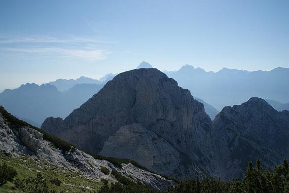 Der Blick nach Osten über die Cima delle Cenge zum Mangart