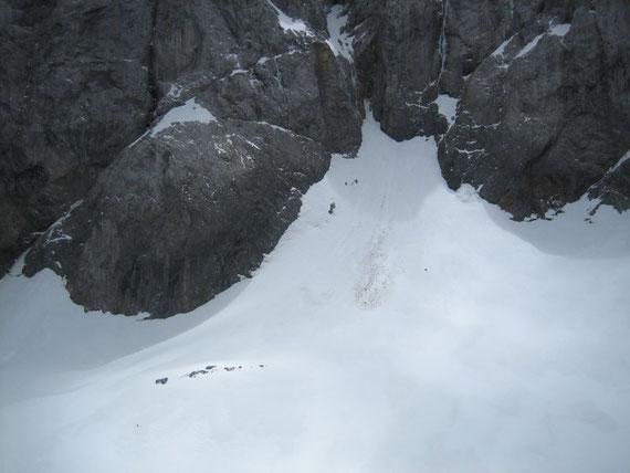 Der Blick zum höchsten Punkt des Gletschers. Einst war dies das Nährgebiet, doch durch die starke Ablation in den letzten Jahr steilte sich dieser Teil des Gletschers immer mehr auf, sodass sich nun in diesem Bereich kaum mehr Schnee hält