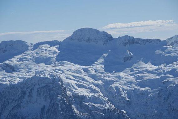Die Lopa im Zoom, links die Forca Sopra Povis, ganz rechts der Prevalasattel