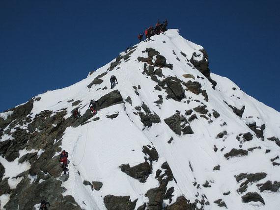 Der Gipfel ist zum Greifen nahe! Winter pur im Mai 2008.