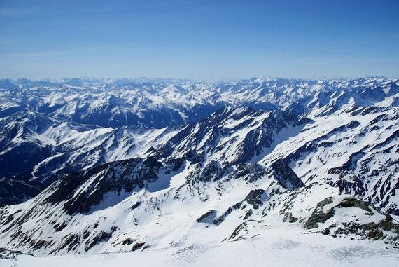 Blick nach Südwesten zu den Dolomiten