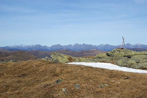 Am Gipfel angekommen erscheint der Dachstein zum Greifen nahe