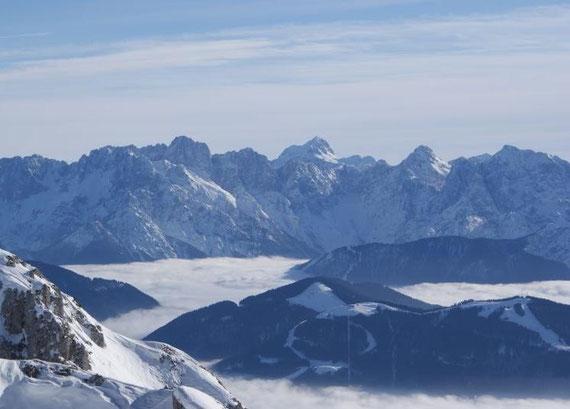 Ein weiterer gekrönter Berg zeigt sich im Südosten, der Triglav, seines Zeichens König der Julier, das schöne weiße schattige Kar ist das Kriz Kar
