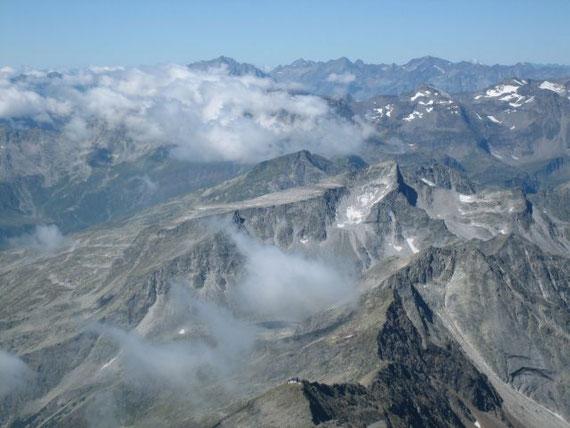 Zuletzt zeigt sich im Westen die Schobergruppe und im Vordergrund der Gamskarlspitz mit dem Plateau