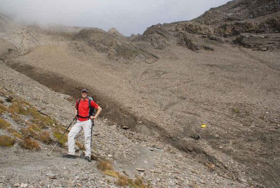 Der steile Abstieg von der Pfortscharte hinunter (Blick zurück)