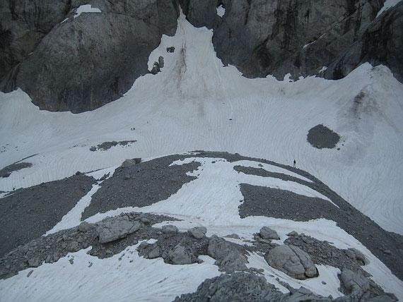 Der höchstegelegene Abschnitt des Gletschers (ganz klein sind die Eisdickenmesser knapp links der Bildmitte zu erkennen)