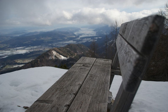 Am Gipfel angelangt der Blick hinunter ins Rosental