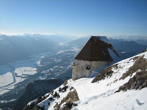 Das Gailtal, im Vordergrund die windische Kirche (Bild aus dem Winter 2007)