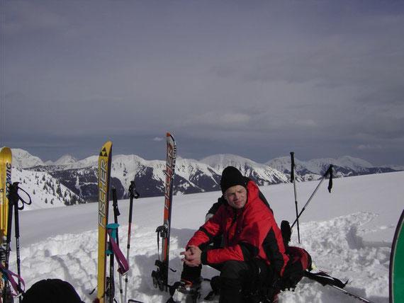 Blick vom Gipfel Richtung Osten in die Eisenerzer Alpen