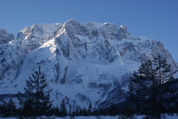 Im Anblick der Montasch Nordwand beginnt diese Tour