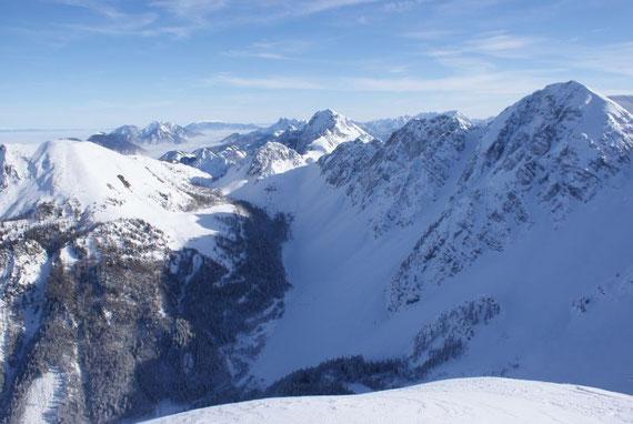 Kosiak, Vertatscha und Hochstuhl zeigen sich im Osten, im Vordergrund das weite Hochstuhlkar, links vom Hochstuhl erkennt man wieder sehr schön die Johannsenrinne