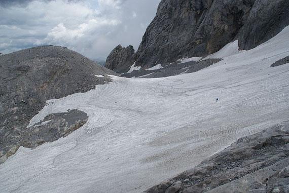 Blick über den Eisscheitel nach Osten, hier liegt etwas weniger Schnee als in den Vorjahren