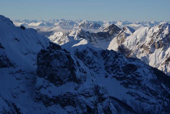 Vom Kar aus öffnet sich ein herrlicher Blick nach Norden, welcher bis zum Großglockner reicht