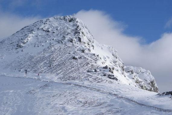 Blick zum verblasenen Gipfel