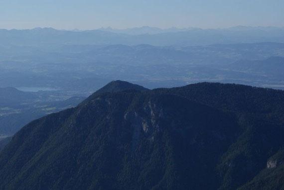 Nach Norden reicht der Blick bis zu den Schladminger Tauern und dem Dachstein