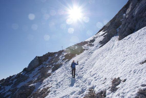Unmittelbar nach der Abzweigung auf die Nordseite (2008 war quasi der gesamt Abstieg über die ital. Seite bereits schneebedeckt)