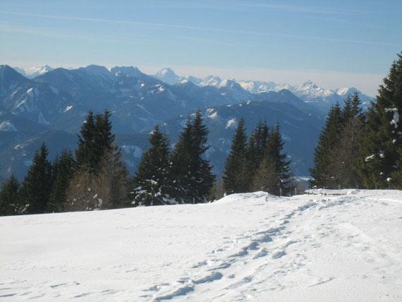 Im Südwesten reicht der Blick bis zur Kellerwand in den Karnischen Alpen