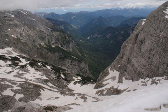 Tief unten liegt die Schneezunge, über welche es dann talwärts geht