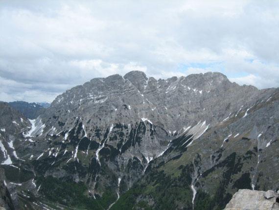 Vom Gipfel aus der Blick nach Norden auf den Gamskofel (2526m)