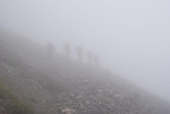 In der steilen Schuttquerung