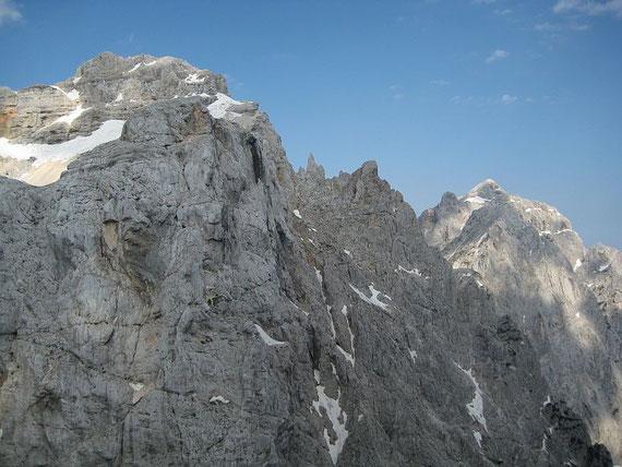 Während des Aufstieges der Blick nach Nordwesten zum Prisank (rechts) und dem Razor (links)