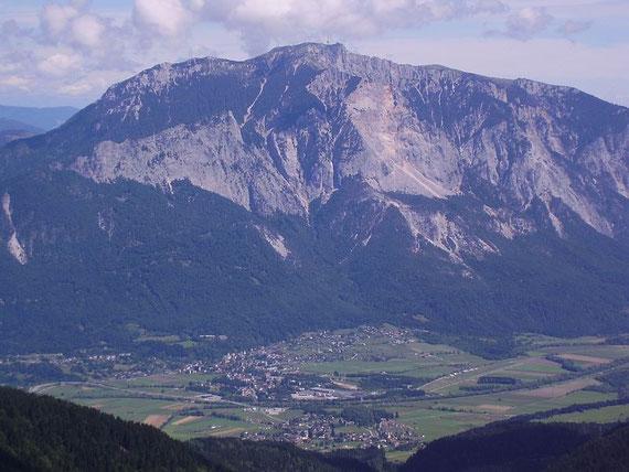 Die Dobratsch Südwand mit dem Gailtal im Vordergrund