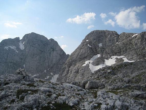 Beim Ausstieg des Klettersteiges zeigen sich Kriz (rechts) und Stenar (links)