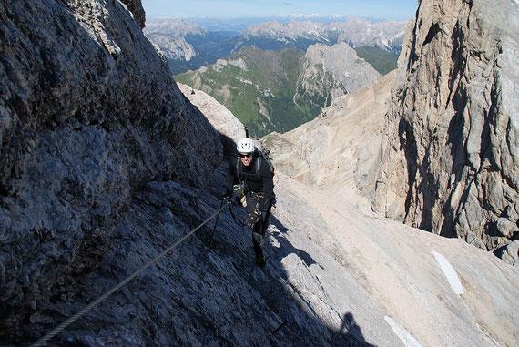 Eine der zahlreichen Querungen im Klettersteig