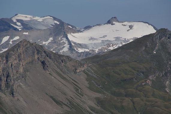 Im Norden zeigen sich Sonnblick (rechts) und Hocharn (links)