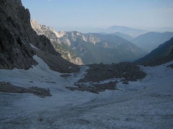 Schon im Kar knapp nach der markanten Geländestufe in ~1850m, Blick nach Norden
