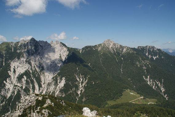 Im Norden der Mittagskofel (rechts) und der Monte Piper (links)