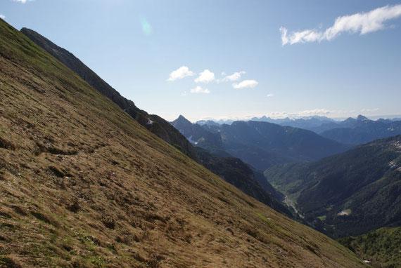 Blick zurück nach Osten zum Piz Timau (kleiner Spitz in der Bildmitte)