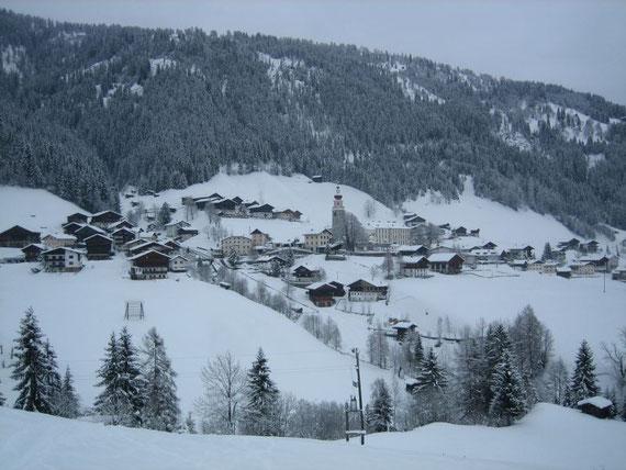 Blick nach Maria Luggau (1173m) und die Wallfahrtskirche samt Kloster