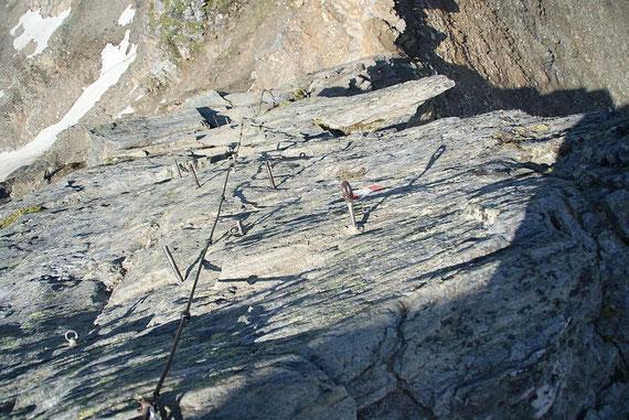 Abstieg über den Westgrat  mit kurzer versichterter Passage, aufgenommen am 14.8.2012