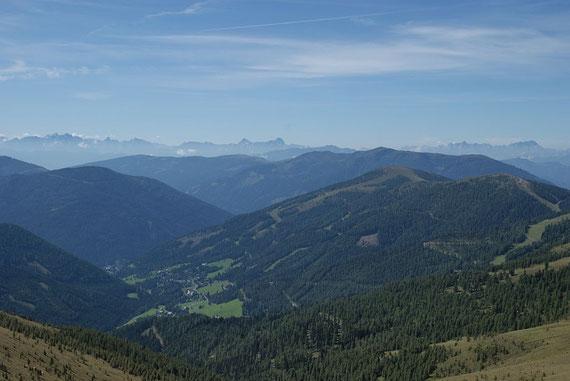 Knapp unterm Mallnock hat man dieses herrliche Panorama nach Süden hin in die Julischen Alpen