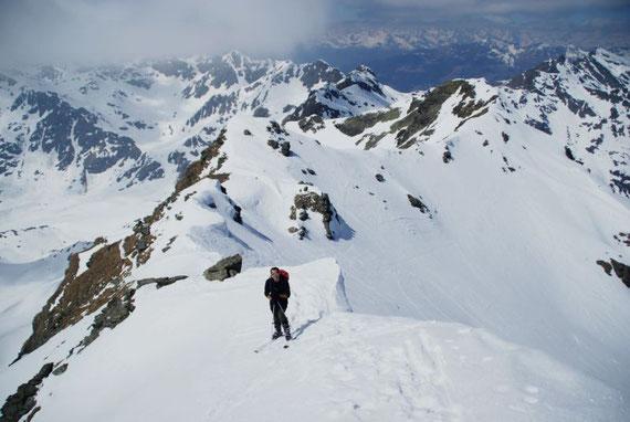 Am Grat zum Gipfel rechts hinten der Schwarzwandkogel; 17.4.2011