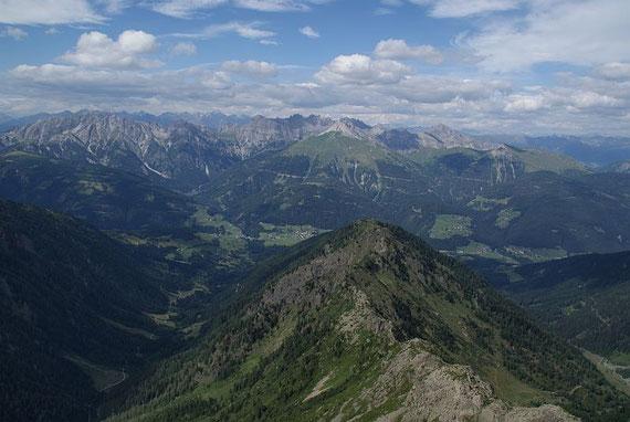 Im Norden zeigen sich die Lienzer Dolomiten