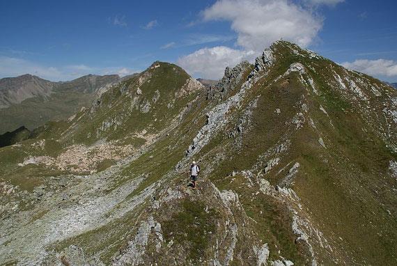 Gratverlauf vom Hirtenkopf zum Striedenkopf; links der Makerni