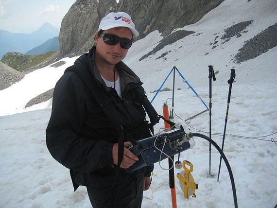 Der Experte in Bezug auf Gletscherdickenmessung