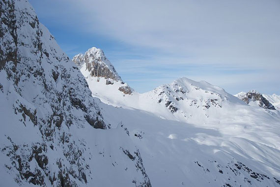 Blick zurück zum Großen Kinigat (links) und Tscharrknollen (rechts)