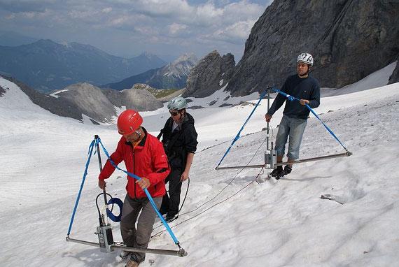 Das Bodenradar muss über den gesamten Gletscher getragen werden
