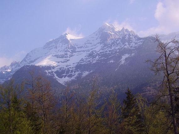 Während des Aufstiegs zeigen sich wiederholt Foronon und Mondeon (rechts) del Buinz, ebenfalls eine zünftige Schitour