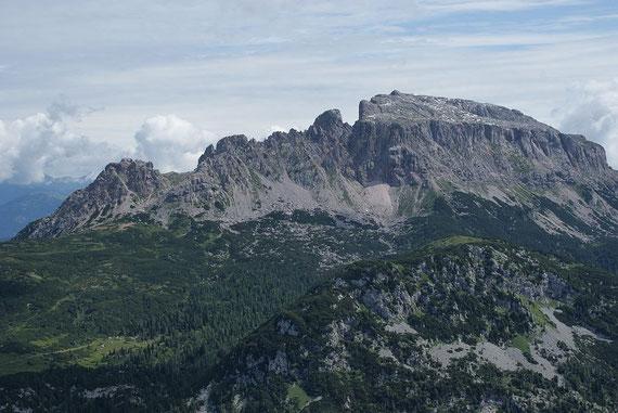 Im Norden zeigen sich Zottachkopf (links) und der Trogkofel