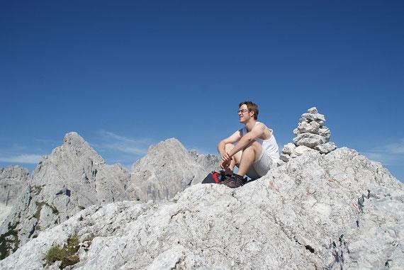 Am Gipfel angelangt, im Hintergrund (ganz unscheinbar) der Wischberg